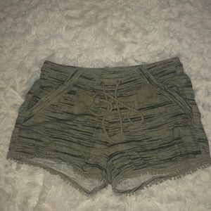 Shorts with front pockets